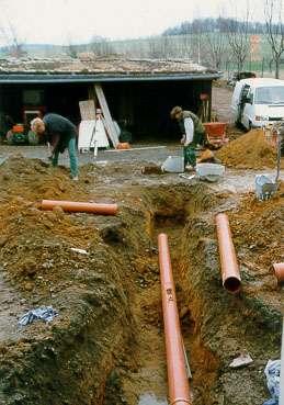 Verlegen von Entwässerungsleitungen im Firmensitz